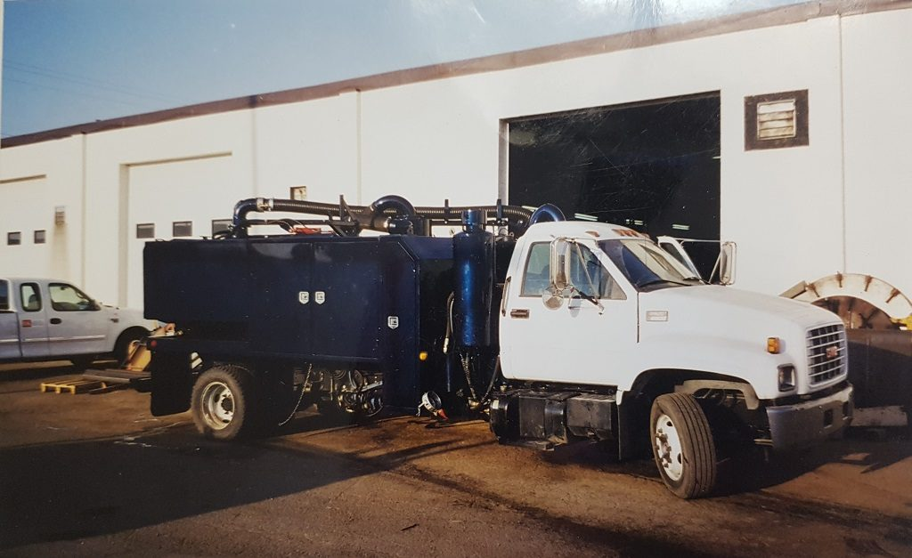 Single axle hydrovac unit with VTB Hibon blower