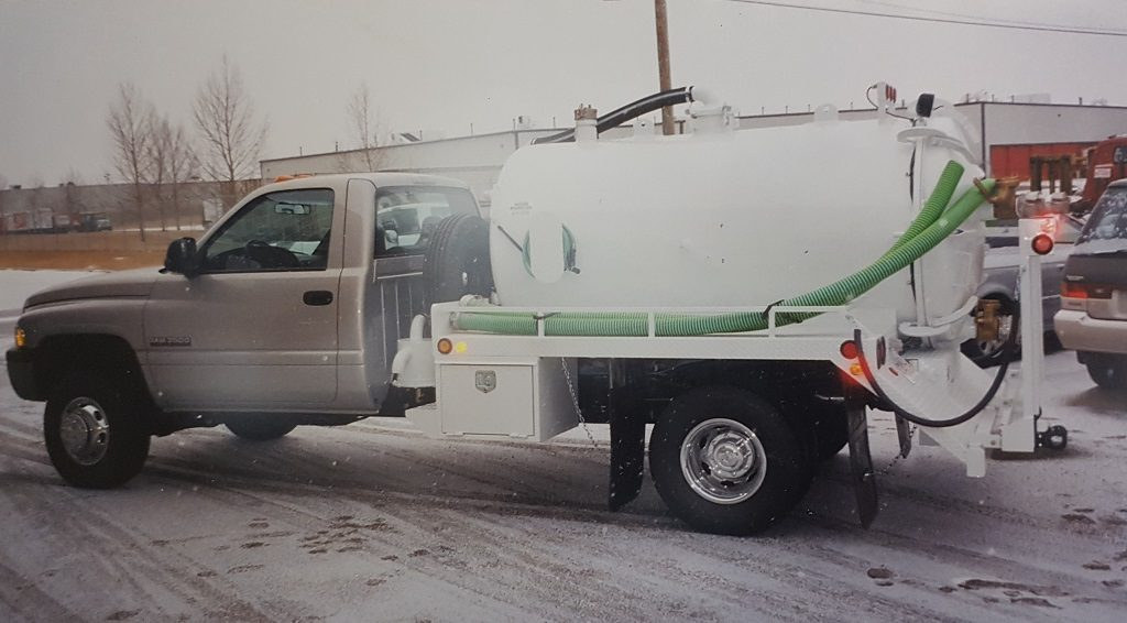 Single axle with toilet carrier